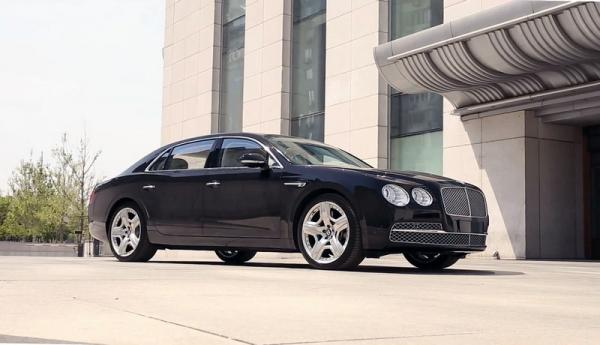 >Bentley Flying Spur